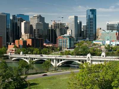 The Calgary skyline and Centre Street Bridge (Photo: Cszmurlo/Wikimedia Commons)