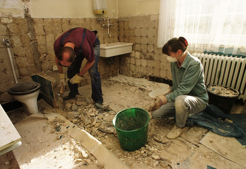 A bathroom renovation could void your home insurance policy (Getty Images / ullstein bild)