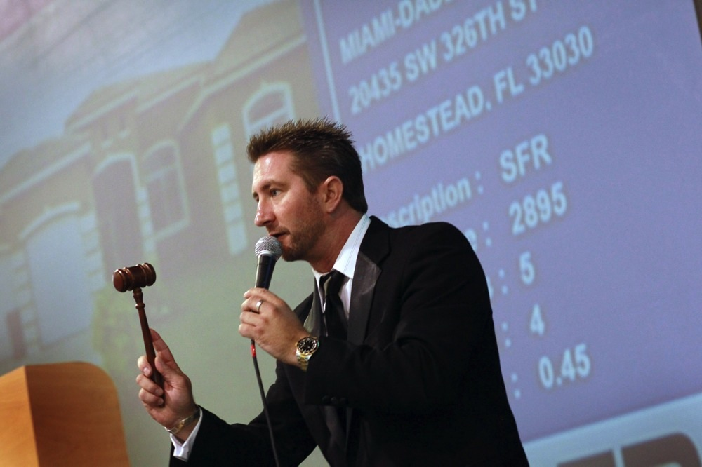 House bidding war auction