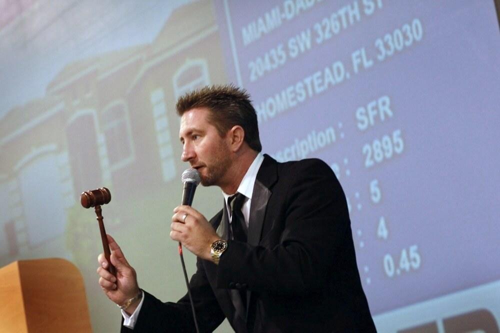 House bidding war auction