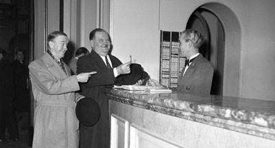 Paris, France --- Laurel and Hardy in Paris (France). In 1947. --- Image by © Maurice Zalewski/Corbis