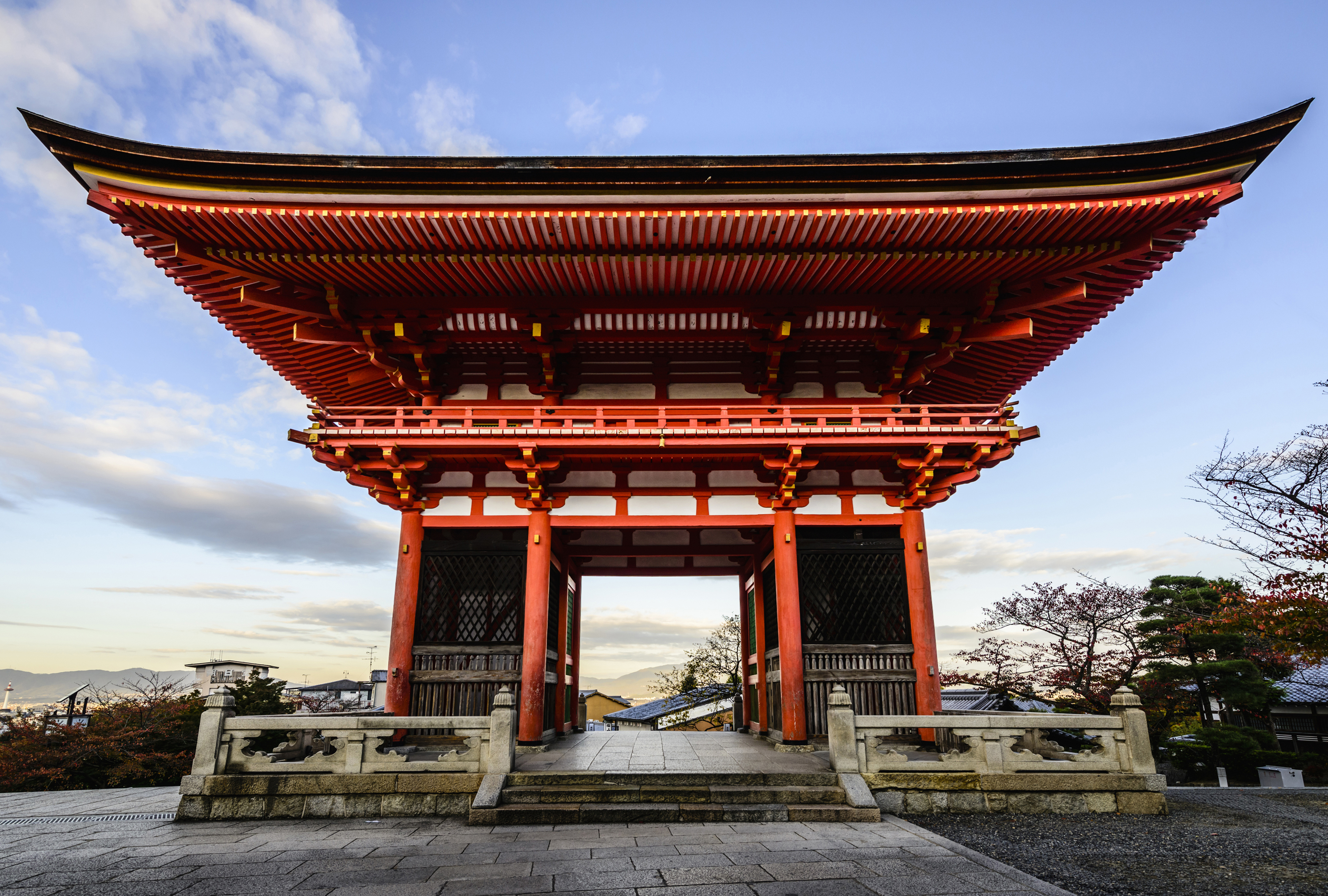 Entrance to Kiyomizu Dera Kyoto, Japan (Getty / Spaces Images)