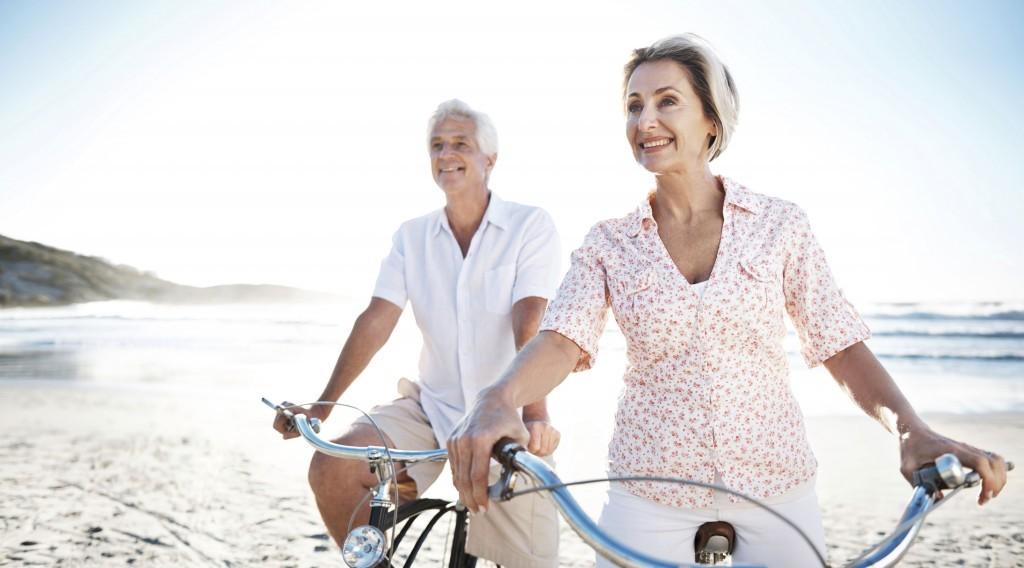 Couple-happy-retirement-beach-1024x568