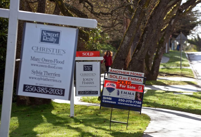 Sold stickers on real estate signs along Beach Drive in the greater Victoria Municipality of Oak Bay, Victoria, BC. (Don Denton/CP)