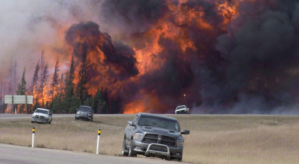 A wild fire rips through the forest 16 kilometres south of Fort McMurray, Alta., on highway 63 on May 7, 2016. (THE CANADIAN PRESS/Jonathan Hayward)