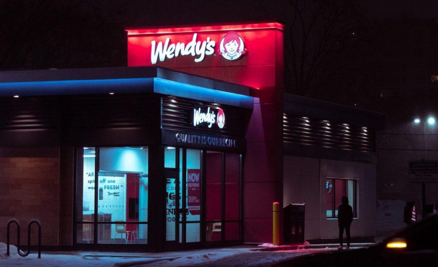 Wendy's restaurant at night