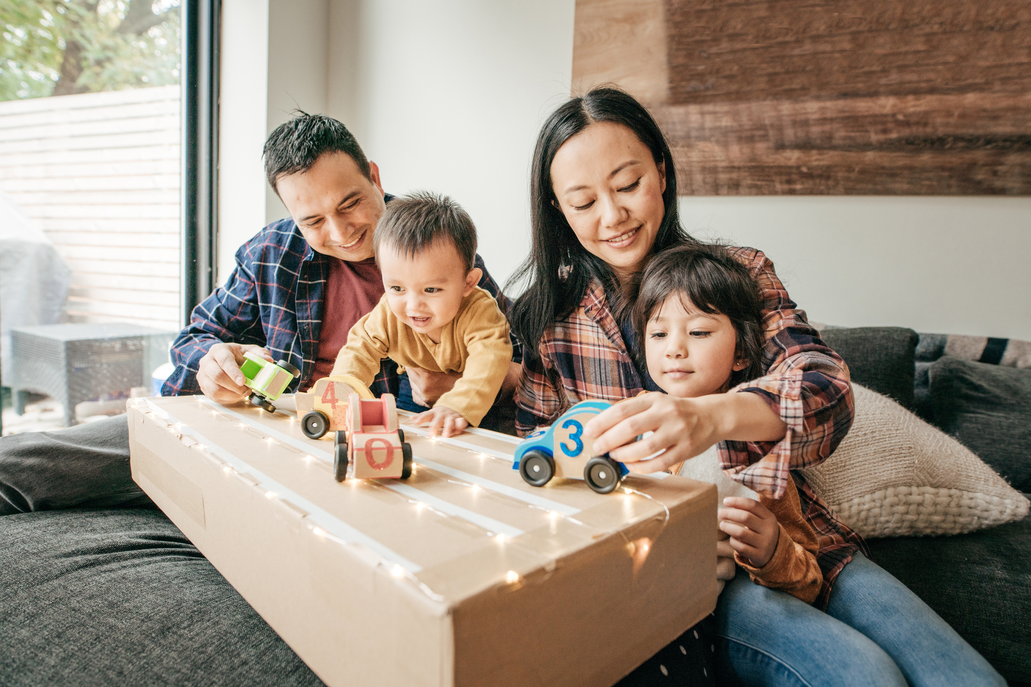 Parents spending time with children welcome to Canada: How RBC empowers newcomers to succeed